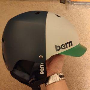 Ski helmet from Burton